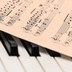 楽譜と鍵盤