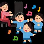 幼児が歌を歌っている